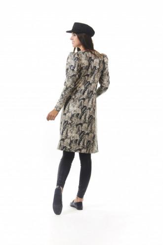 la Python a tout le charme sauvage du cuir tout en offrant le confort délicat du tissu.